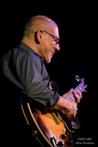 Larry Carlton,  12.10.15 @ The Towne Crier Cafe, Beacon New York, Credit: John Rocklin for Towne Crier. Photograph Copyright John Rocklin.
